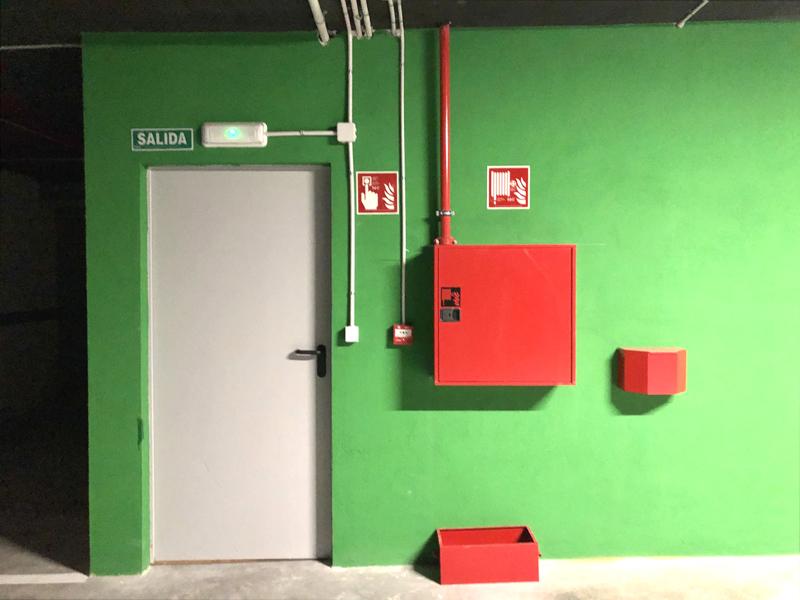 Detalle-Garaje-salida-peatonal-baja
